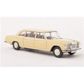 """Mercedes Benz 220 D, lång, ljusbeige """"Von Starmada"""""""