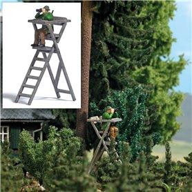Busch 7957 Hunter on raised hide