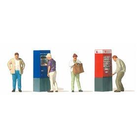 Preiser 10751 At the vendingmachine, 4 figurer med tillbehör