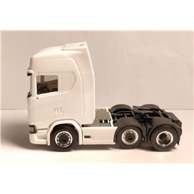 Dragbil Scania CS HD, 3-axlig, vit med svart chassi