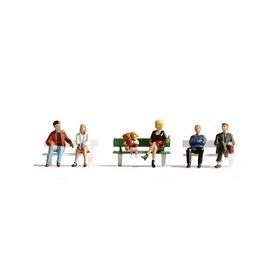 Noch 36530 Sittande figurer på bänk, 6 st
