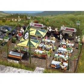 """Busch 1046 Ölservering """"Biergarten"""", bord, bänkar, grill, m.m."""