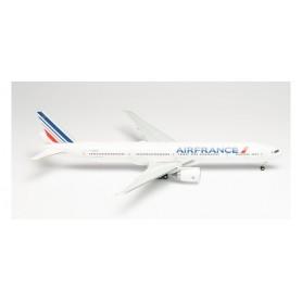 """Herpa Wings 571784 Flygplan Air France Boeing 777-300ER - 2021 livery – F-GZND """"La Rochelle"""""""